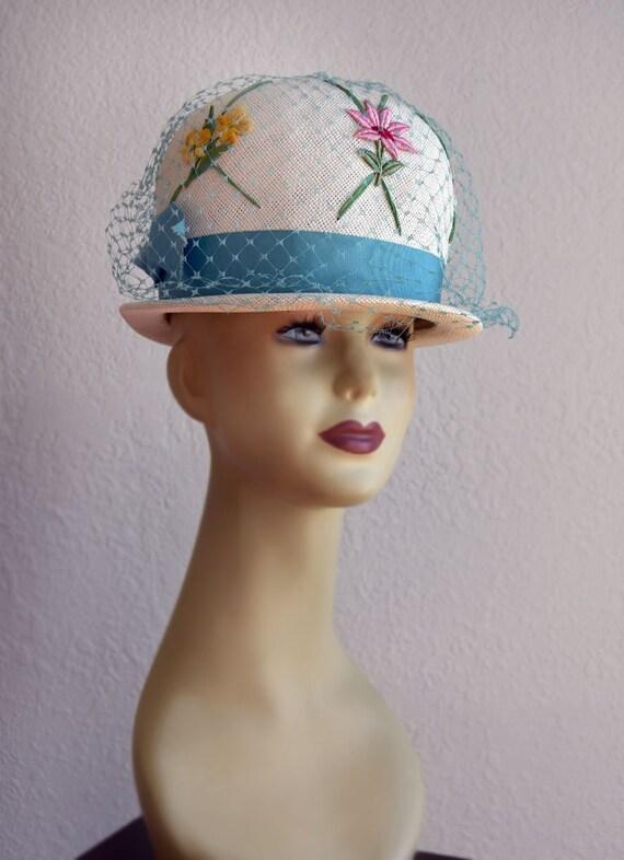 d67cafd4c19f8 Vintage Womans Hat   Veil Blue and white Floral 1950 s