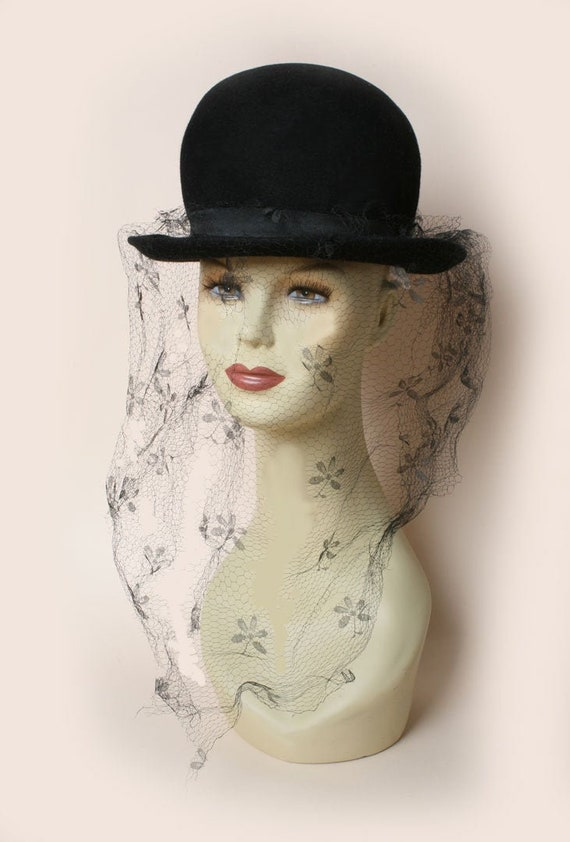 Vintage Black Round Hat with Veil Netting 50's 60'