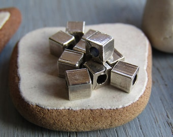 Antiqued silver cube beads, small spacer, metal casting beads, antiqued silver plated  / pewter tone  (12 beads) 6As3260