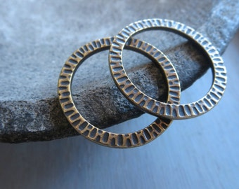 Hammered pewter ring link , flat round textured connector or pendant , oxidized brass plated finish , metal casting ,   2 pc / 6aT-3112-27