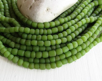 Green seedglass  bead, matte opaque , barrel tube beads, small spacer, indonesian, ethnic  3 to 6mm, New indo-pacific  (22 inches) 6bb1-34