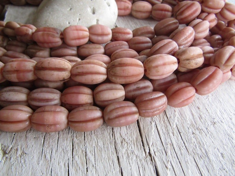 8ab1-3 rustic gritty aged look indonesian 12-15mm  x  15-18mm 6 beads melon oval wavy pink  lampwork glass beads brown wash