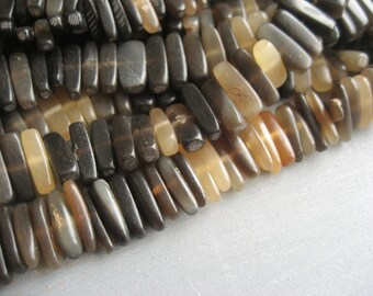 horn beads rustic raw stick  - 1.5 to 4 mm  x 15  mm /  half strand   - 3aph234