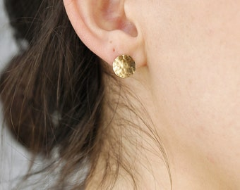 9.5mm Medium Gold Circle Earrings, Hammered Disc Stud Earrings, Gold Filled Minimalist Earrings, Simple Everyday Geometric Earrings