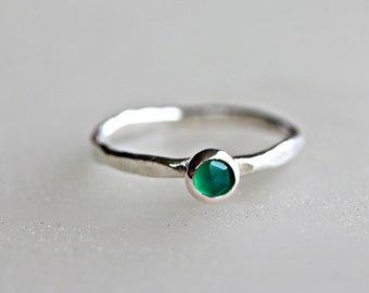 Green Onyx Ring - May Birthstone - Emerald Silver Ring - Hammered Band - Mom Stack Ring - Green Onyx Birthstone Ring - Stackable Ring