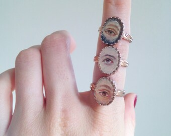 Small Lover's Eye Ring