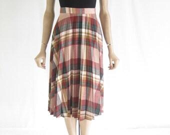 Vintage 70's Pleated Plaid  High Waist Skirt. Size  X Small
