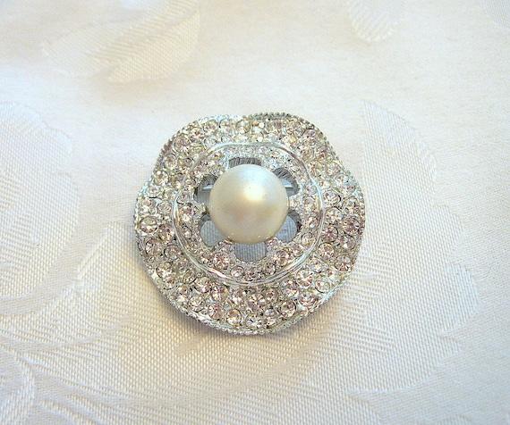 Vintage Circular Brooch Rhinestone Crystal Faux P… - image 1