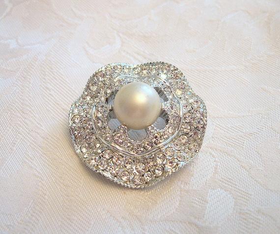 Vintage Circular Brooch Rhinestone Crystal Faux P… - image 4
