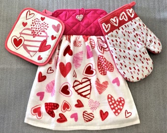 SCATTERED HEARTS VALENTINE Extra Plush Double Layer Decorative Towel, Oven Mitt, and Pot Holder Set, oven door towel, hanging towel, gift
