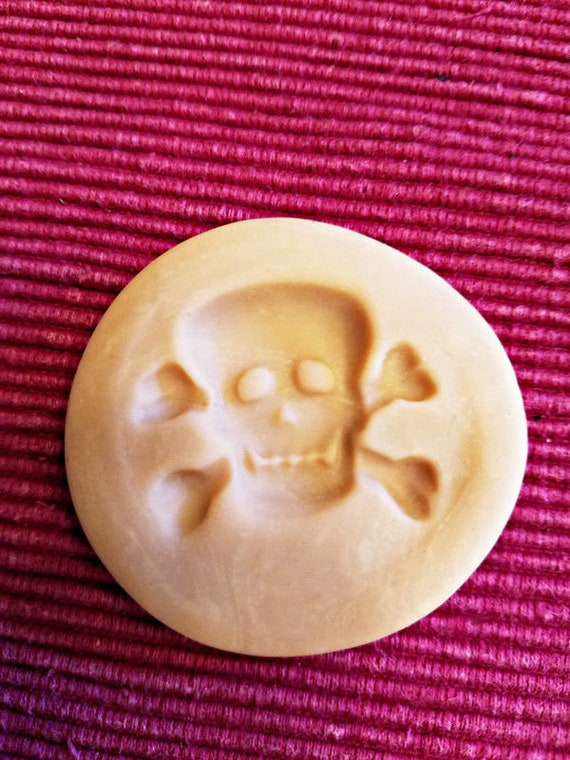 halloween skull cross bones polymer clay mold jewelry making pendant 38mm x30mm gothic crafts