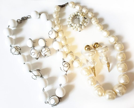 vintage white jewelry lot earrings necklaces pin pearl beaded vintage 5 piece plastic