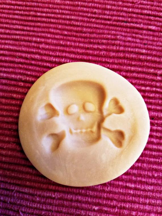 halloween skull cross bones polymer clay mold jewelry making pendant 38mm x30mm gothic crafts