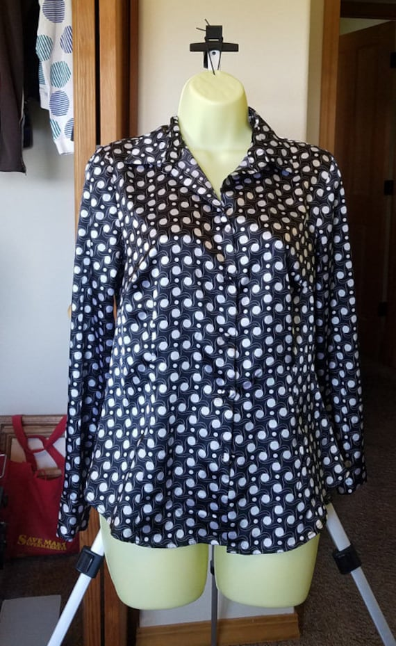 white polka dot button down shirt shiny top womens collared blouse black long sleeves sz Small vintage 2000