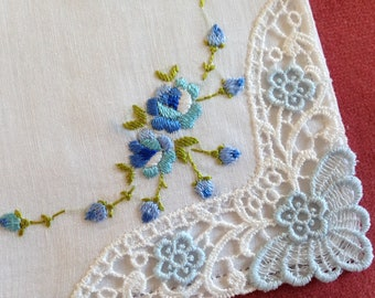 Vintage Hankie White with Lace Corner and Embroidered Flowers in White /& Blue with Green Stems