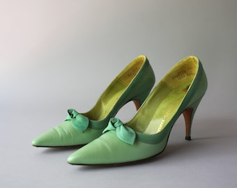 31977bffc51c 1960s Shoes   Early 60s Shoes Turquoise Leather Pointy Toe Bow Heels