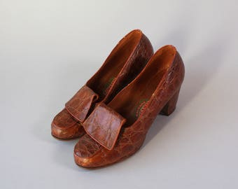 1940s Reptile Pumps / Vintage World War Two Era 40s Brown Reptile Heels / 1930s 1940s Shoes