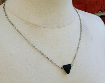 VENTE unique Triangle lave Pierre huile essentielle aromathérapie diffuseur pendentif