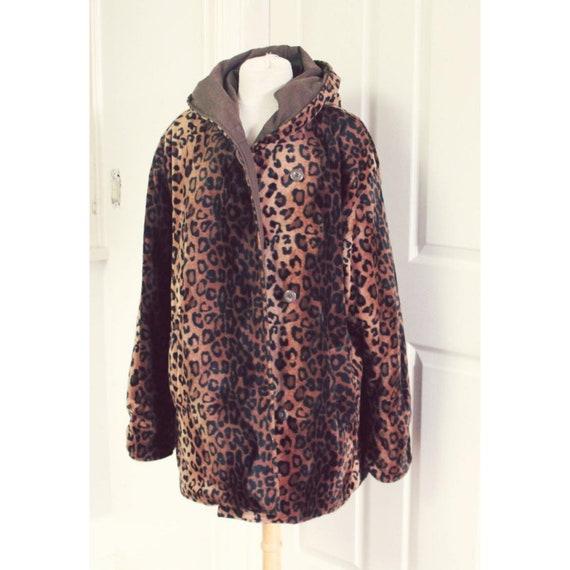 Leopard print faux fur coat. reversible. vintage.