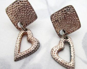 j6512 Vintage plastic 1960/'s stylish Twiggy on Carnaby Street mid century modern pierced drop earrings