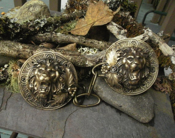 Gothic Steampunk Cloak Clasp with Lion Head and Leaves
