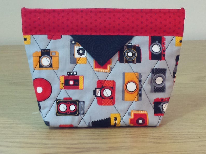 SB064 Cameras Quilted Snap Bag