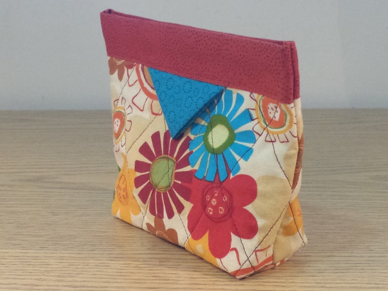 Big Flowers SB096 Quilted Snap Bag