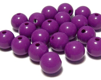 BULK QUANITITES 10mm Smooth Round Acrylic Beads in Red Violet 70 beads