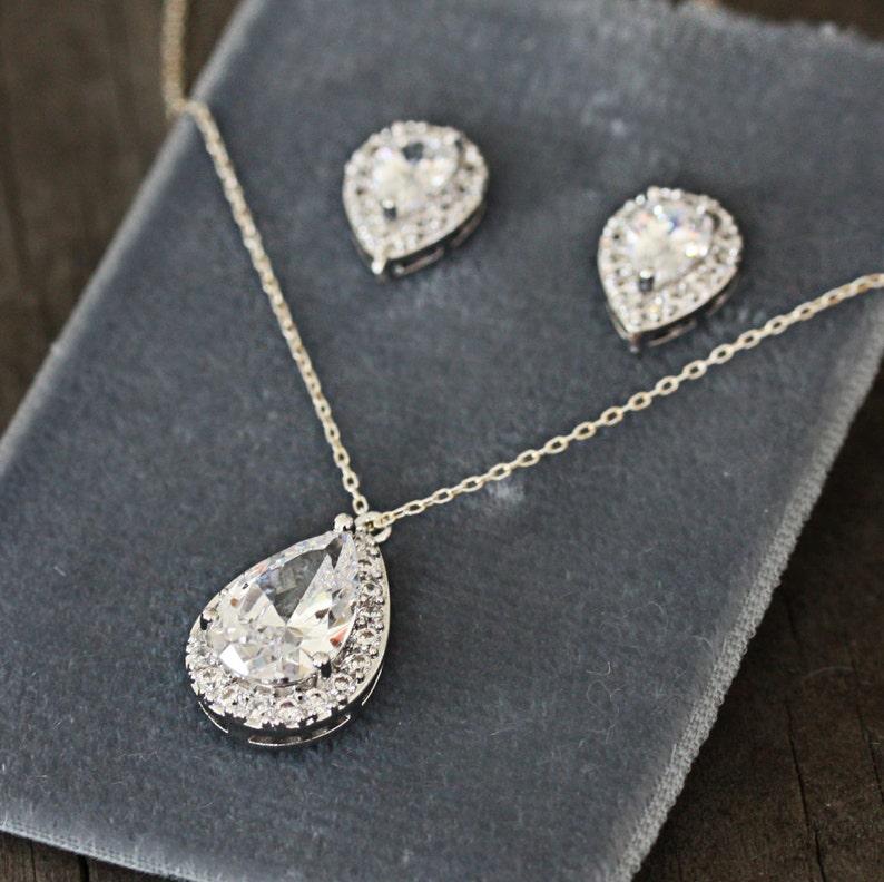 Crystal Teardrop Wedding Jewelry Bridesmaid Jewelry Set Bridal Teardrop Cubic Zirconia Pendant Necklace and Earring Set