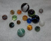 Vintage Toy Marble Collection 16 swirl, glass, agate, bubbles, clear and solid colors, shooter, onion peel, art, old, rare, hard to find
