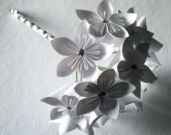 White origami flower bouquet (12 bound flowers)