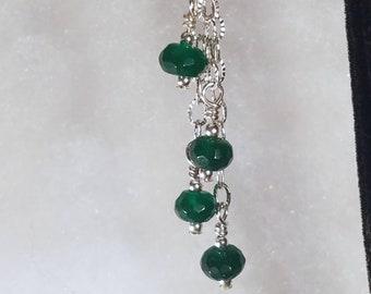 E1148 Echten Smaragd und Sterling Silberohrringe (Mays Birthstone)