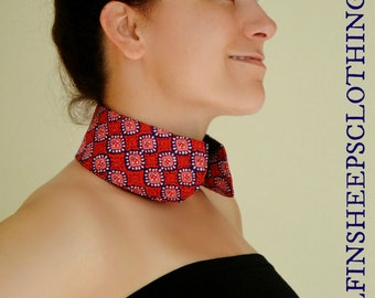 Blue Red and White Print Accessory Collar