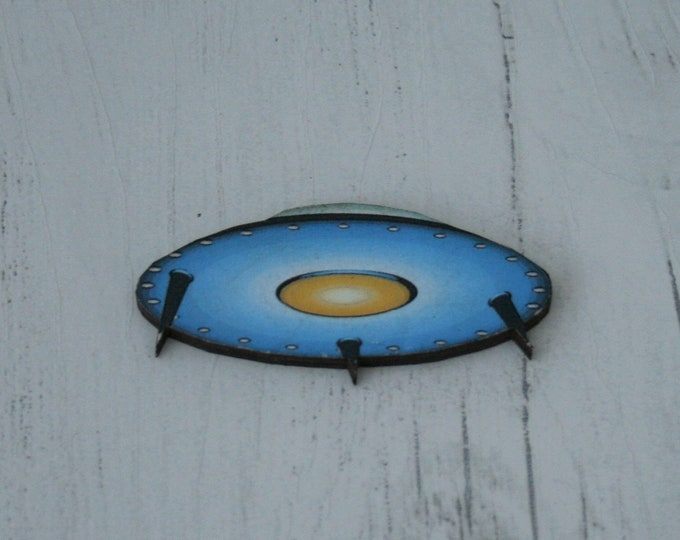 Spaceship Brooch, Wooden Brooch, Flying Saucer Illustration, Wood Jewelry