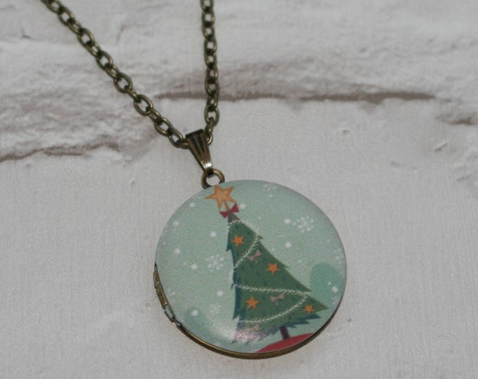 Christmas Tree Locket Necklace, Christmas Necklace, Woodland Jewelry, Christmas Locket