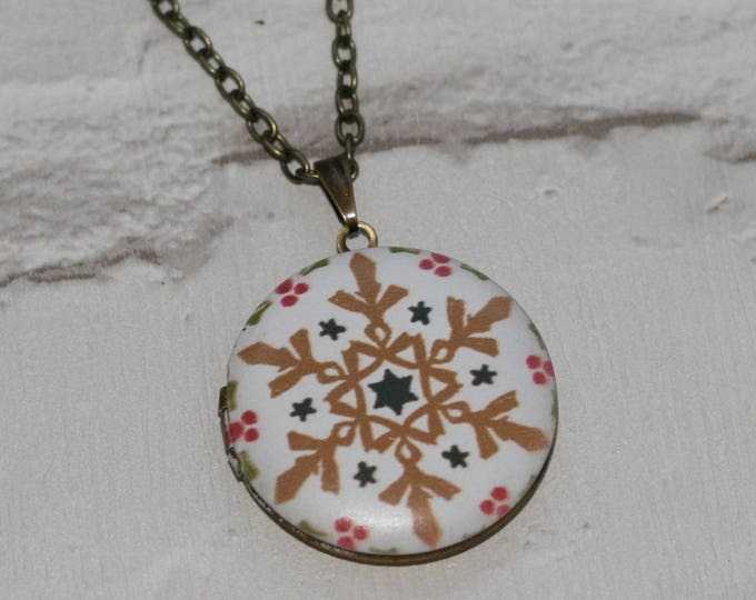 Snowflake Locket Necklace, Christmas Necklace, Woodland Jewelry, Christmas Locket