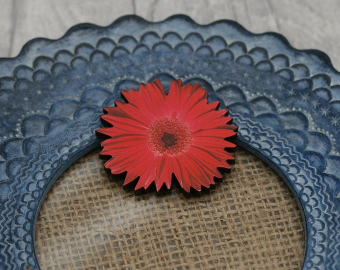 Red Flower Brooch, Pretty Daisy Badge, Vintage Floral Illustration, Wood Jewelry, Retro Pin