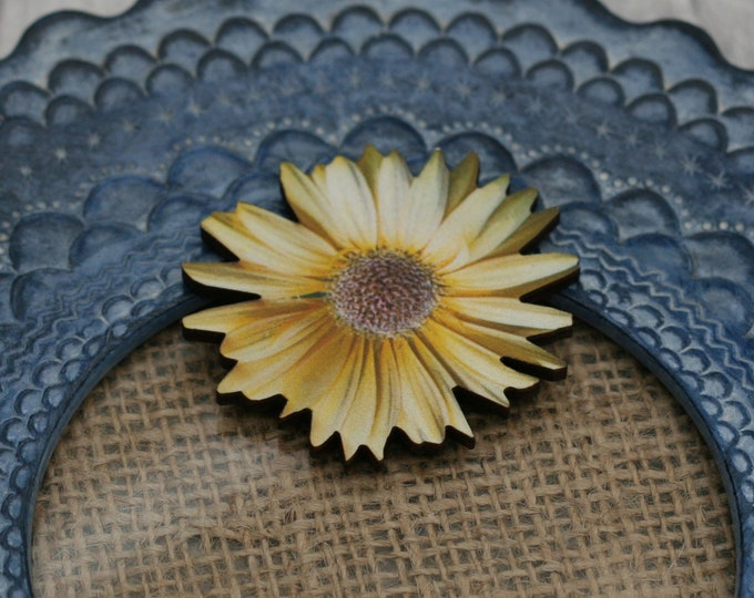 Yellow Flower Brooch, Pretty Daisy Badge, Vintage Floral Illustration, Wood Jewelry, Retro Pin