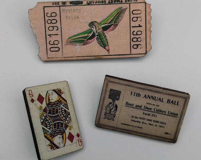 3 x Wooden Brooches - Ticket, Card (SET A6)