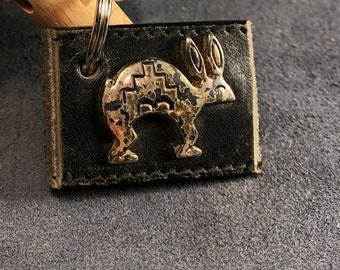 Leather keychain with bunny motif