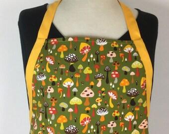 75fa19068c361 Retro Mushroom Reversible Apron. Full Apron. Kitschy Apron with Pockets.  Chef Apron. Kitchen Gift. Vintage Style Apron. Hostess Gift. RTS.