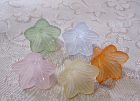 100 pcs White12mm Frosted Acrylic Lucite Flower Beads