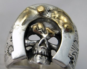 Lucky Horseshoe Skull Ring 18k dirt R007