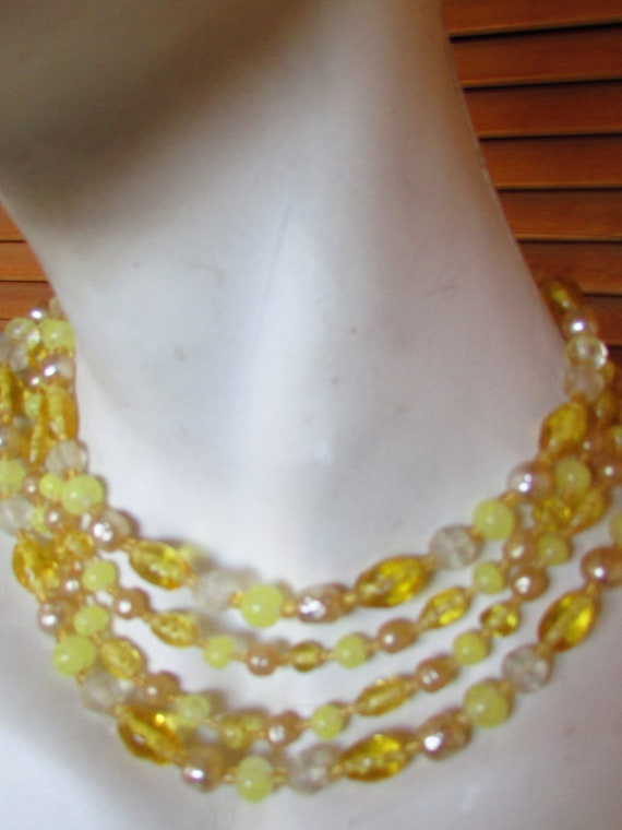 Vintage White Triange Glass Bead Choker Necklace 60s Mad Men