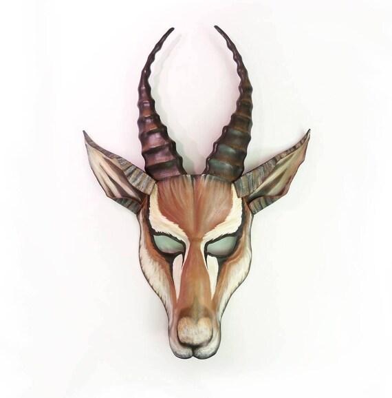 Articles similaires à Costume de cuir Animal sauvage africain masque Afrique GAZELLE Wall Art sur Etsy