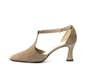 b3d0f189ab97 1990s Nine West Taupe Mary Janes Pumps