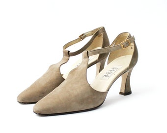 c65ae94a46cf SALE - 1990s Nine West Taupe Mary Janes Pumps
