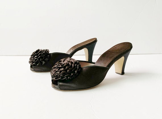 1940s Peep Toe Pom Pom Slippers Sandals Mules Pum… - image 4