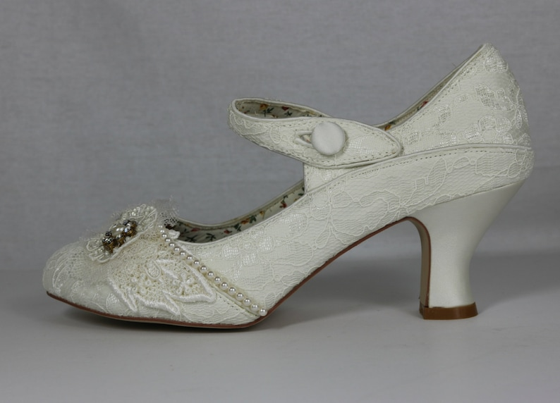 7c8a1f6fd4cc Lady Mary .. Ivory 1920s wedding shoes . Gatsby style shoes ..
