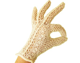 Vintage Sheer LACE Knit Evening GLOVES in Natural Ivory / Short Gloves / Peignoir / Bride to Be Gift / Rockabilly Pin Up / Very Comfy!